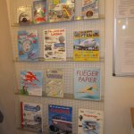 Aktion Flugzeuge falten in der Humboldt Bibliothek (c) Fotos von Susanne Haun
