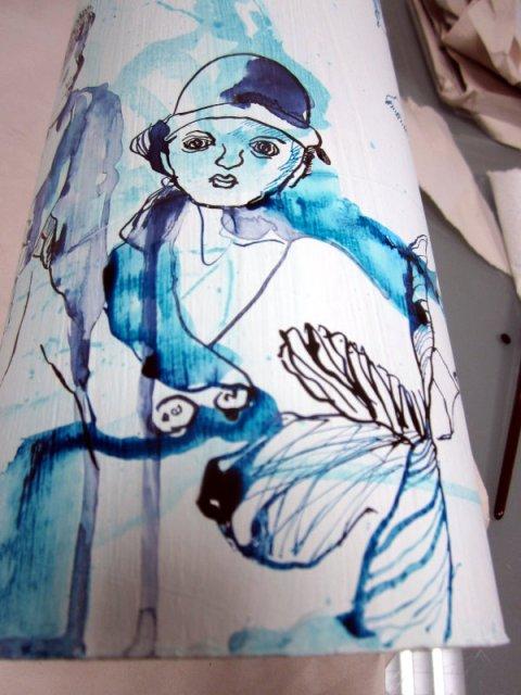 Durch das Tropfen der Tusche wird die Rolle belebt (c) Zeichnung von Susanne Haun