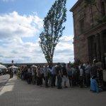 Menschenschlangen vor der Neuen Galerie (c) Foto von Susanne Haun