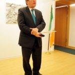 Begrüßung durch den Botschafter Dan Mulhall (c) Foto von Susanne Haun