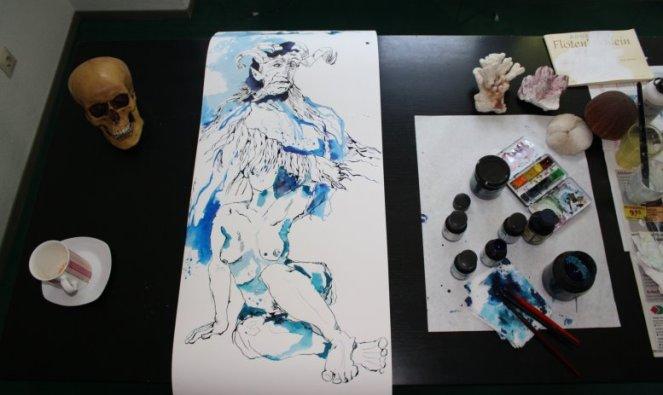 Das Mädchen und das Gruselwesen (c) Zeichnung von Susanne Haun