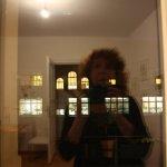 Ich mag die Spiegelung in meinem Galeriefenster (c) Foto von Susanne Haun