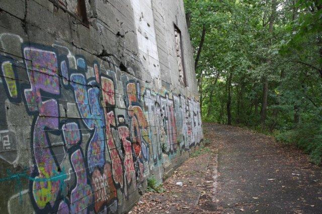 Teile des gesprenkten Bunkers im Humboldthain (c) Foto von Susanne Haun