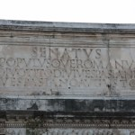 Inschrift Titusbogen (c) Foto von Susanne Haun