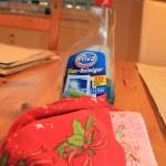 Zum Putzen der Bilder nicht das Glasrein vergessen (c) Foto von Susanne Haun