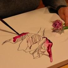 Susanne Haun Blumen zeichnend (c) Foto von M.Fanke