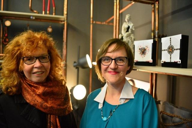 Susanne Haun besucht Doreen Trittel in der Ausstellung Healing (c) Foto von M.Fanke