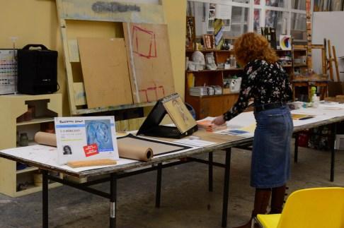 Vorbereitung zur Vorführung Pastell Mischtechnik, bei boesner Hannover, Susanne Haun (c) Foto von M.Fanke