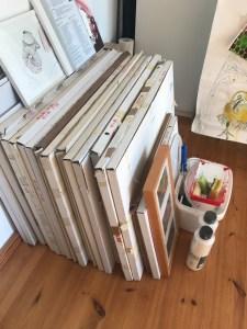 Im Atelier häufen sich die Rahmen (c) Foto von Susanne Haun