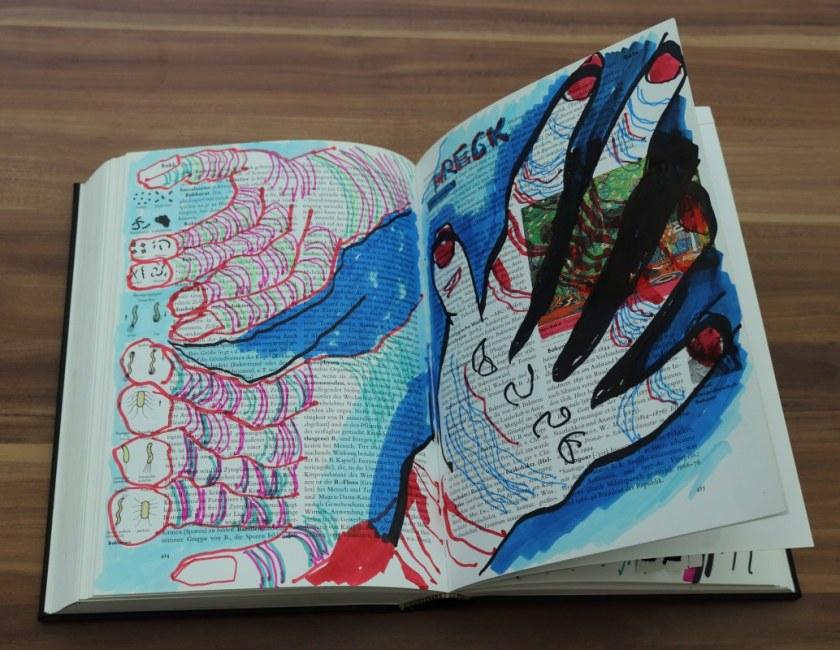 Ziehen sie Handschuhe an, 24 x 37 cm cm, Marker auf Brockhaus, Aneignung, Zeichung von Susanne Haun (c) VG Bild-Kunst, Bonn 2021