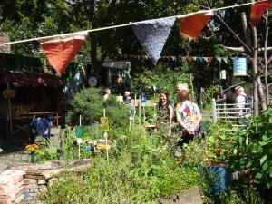 Kunstaktion crossart for future im rote Beete Garten Berlin (c) Fotos von Susanne Haun