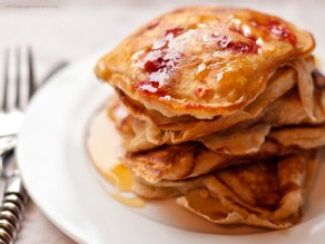 Raspberry Pancakes with honey