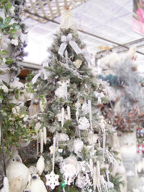 How to trim a white Christmas tree!