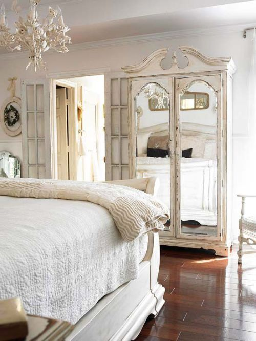 How to Make a Small Space Look Larger? Mirrors!