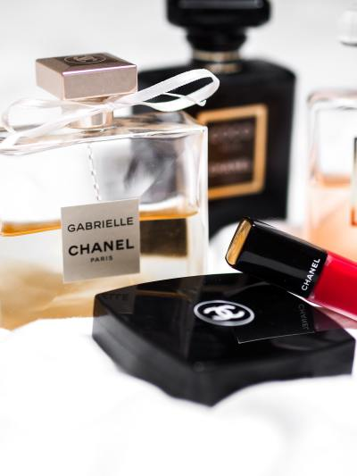 Beauty products can be pricey. So, maximizing beauty product shelf life is essential. While we gals may adhere to The Lipstick Effect, we still want that lipstick to last! Here are a few tips to get the most bang for your beauty buck: