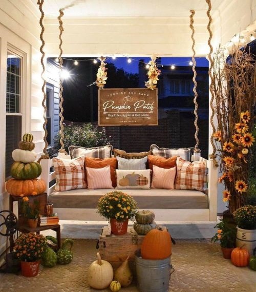 Fall porch and patio decorating that will take you from September through Thanksgiving!