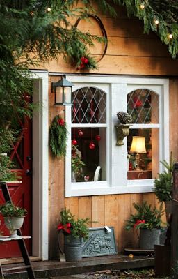 Winter She Sheds Decked Out for the Christmas: Create Your Holiday Escape