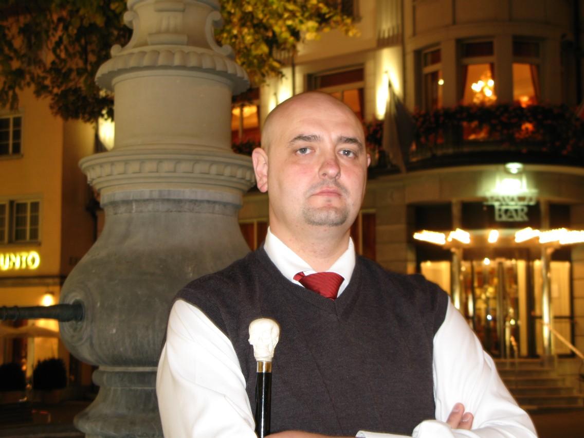"Dan Dent leads the ""Ghost Walk of Zurich"""