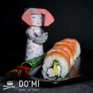 Sushi zawinięte w łososia