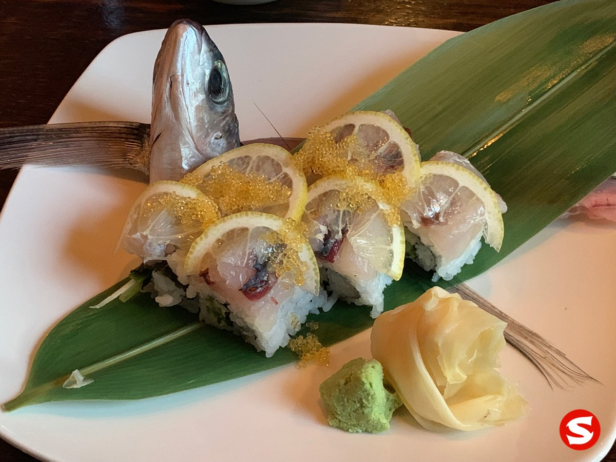 tobiuo (flying fish) uramaki (inside out roll)