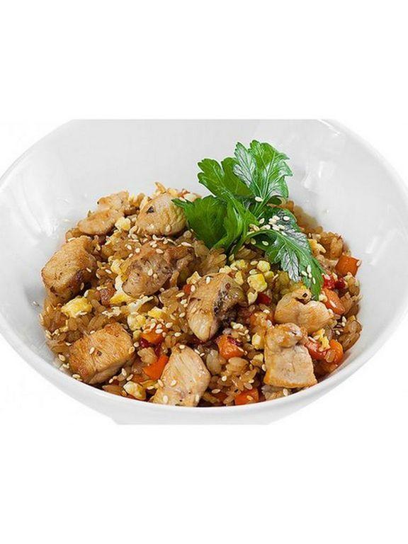 Рис чесночный со свининой и овощами