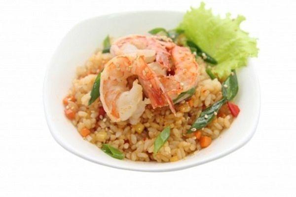 Рис чесночный с креветками и овощами