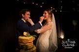 Cut the cake at wedding