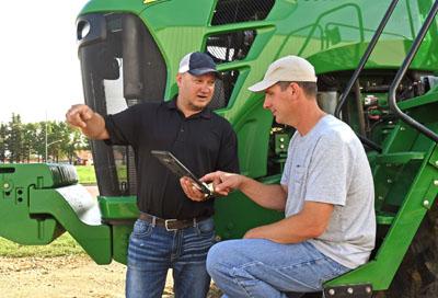 Farmer and agronomist talking