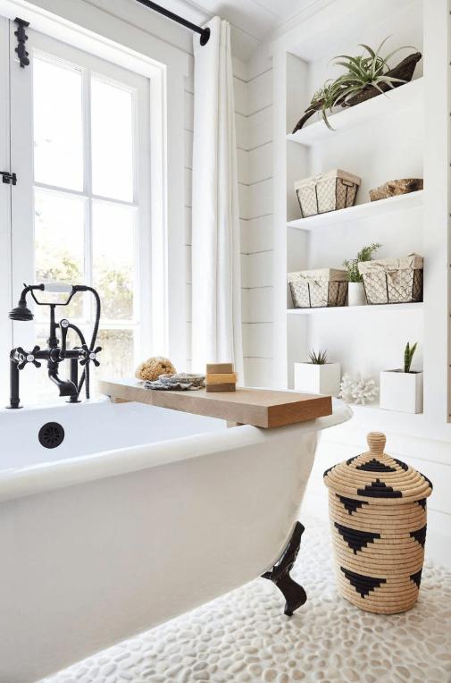 desain-jendela-kamar-mandi-warna-putih
