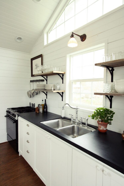 jendela-dapur-kayu-minimalis