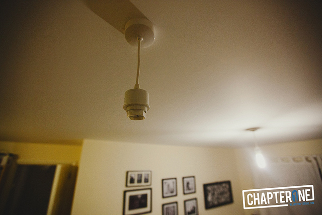 Room with two ceiling lamps, one with light bulb removed