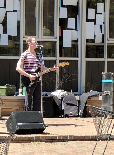 Ben Farrer performing for the Festival guests on the Gizmo Patio Stage. (Image courtesy of Hannah McCullough)