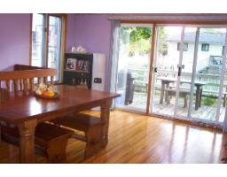 staging your home dining room before