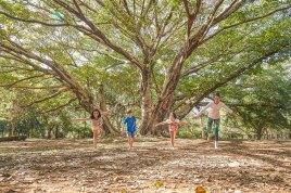 7. Diminuir a ansiedade: Yoga é uma prática muito eficaz para crianças com transtornos de ansiedade, pois acalma sua mente, que por sua vez, alivia a resposta do corpo ao stress, abrandando as excitações fisiológicas.