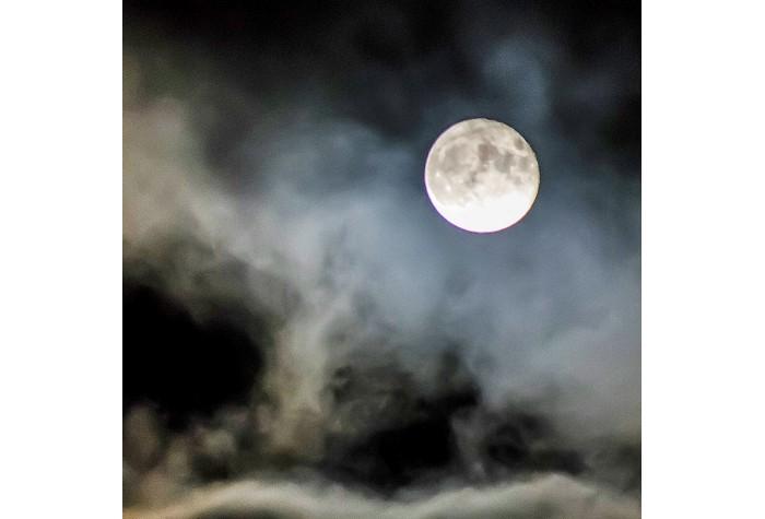 El peso de la luna Susurros Chinos