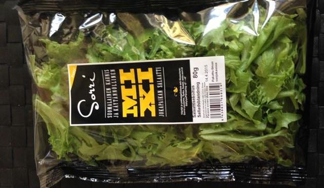 Salaatti nro 62 – Punajuuri-fetasalaatti ja jugurtti-kardemummakastiketta