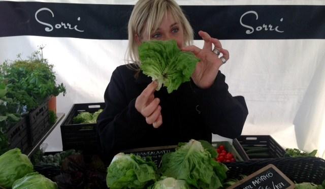 Nina S. esittelee salaatinlehtiä