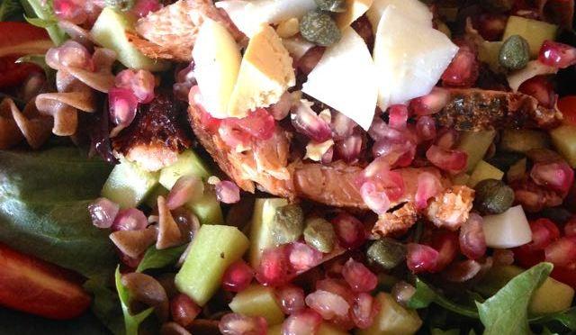 Salaatti nro 99 – uunilohi-ruispasta-salaatti