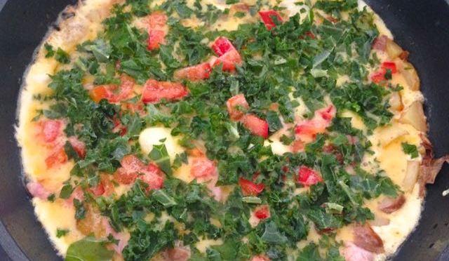 Salaatti nro 98 – lehtikaali – peruna – frittata