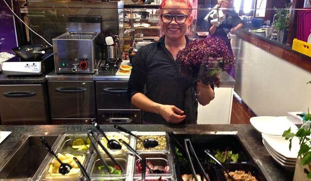 Salaatti nro 93 – MBakeryn salaatti Turun kauppahallissa