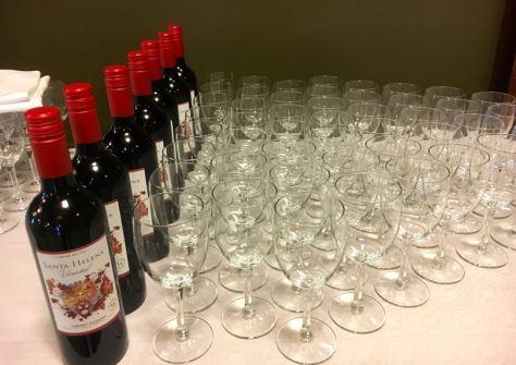 Juhlat_tulossa_viinipöytä