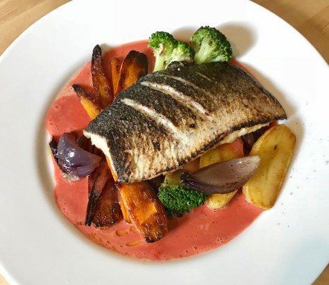 Päivän kala: hiillostettu siika ja punajuurivoikastike.