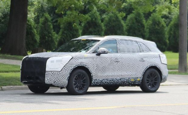 2019 Lincoln MKX side