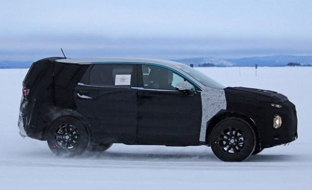 2019 Hyundai Santa Fe side view