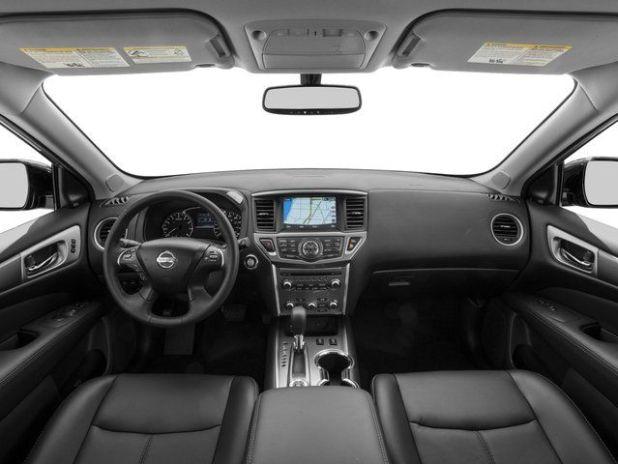2019 Nissan Pathfinder interior