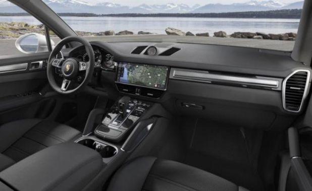 2019 Porsche Cayenne Turbo interior view