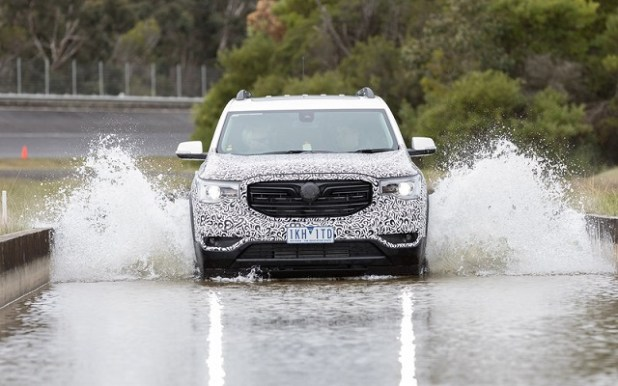 2018 Holden Acadia front view