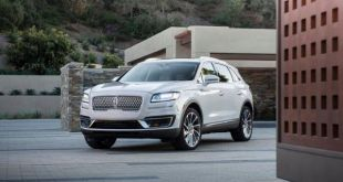2019 Lincoln Nautilus SUV front