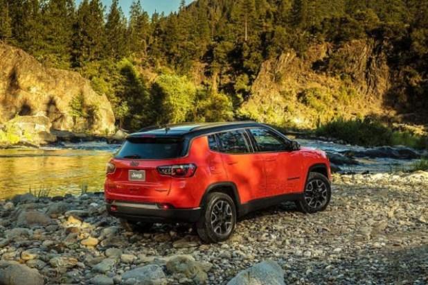 2019 Jeep Compass Trailhawk rear view