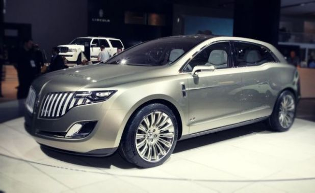 2019 Lincoln MKT front